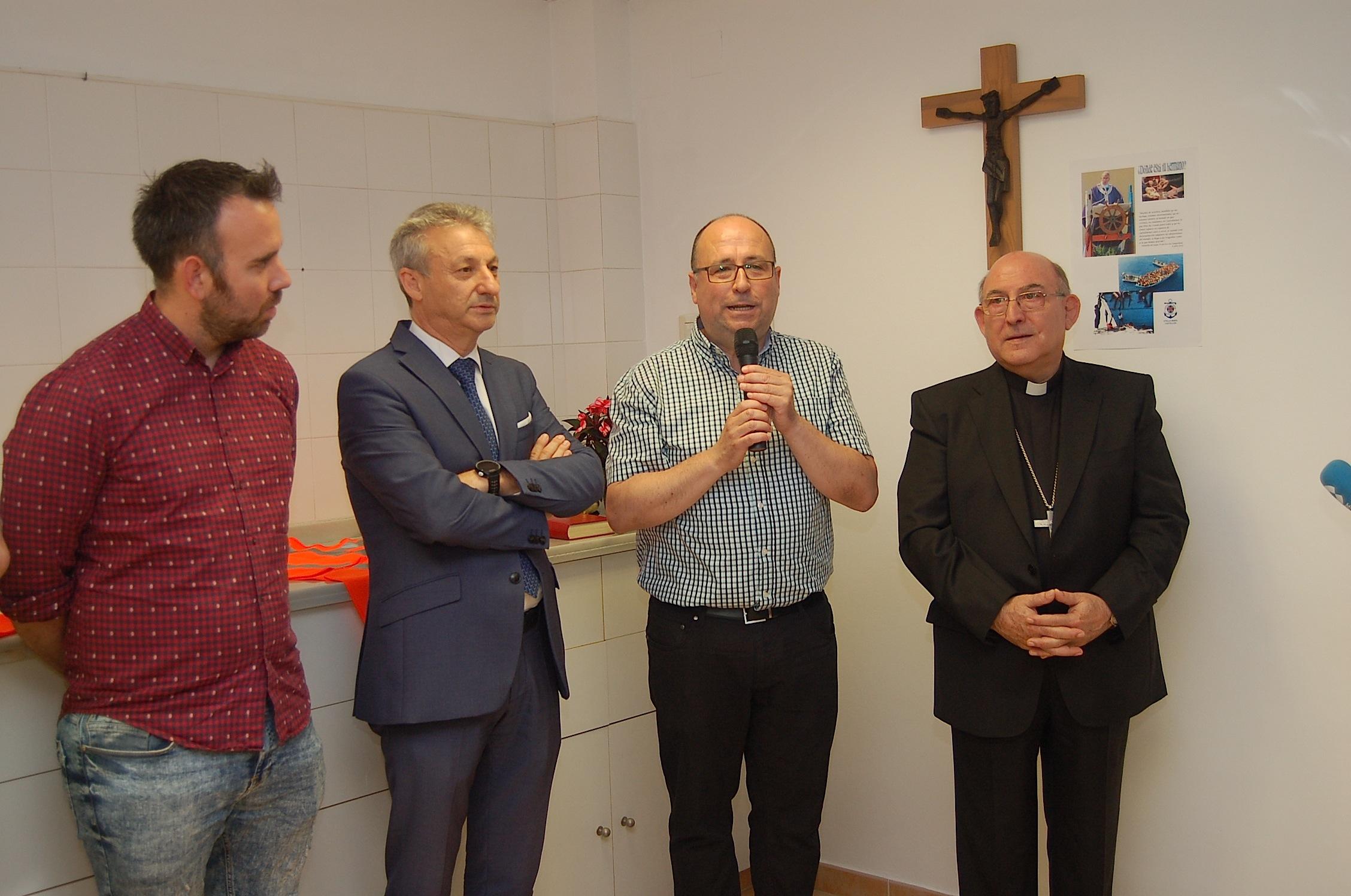 Acto de inauguración con la presencia del presidente de la Autoridad Portuaria y el Teniente de Alcalde del Grao, junto al coordinador del centro y el Obispo