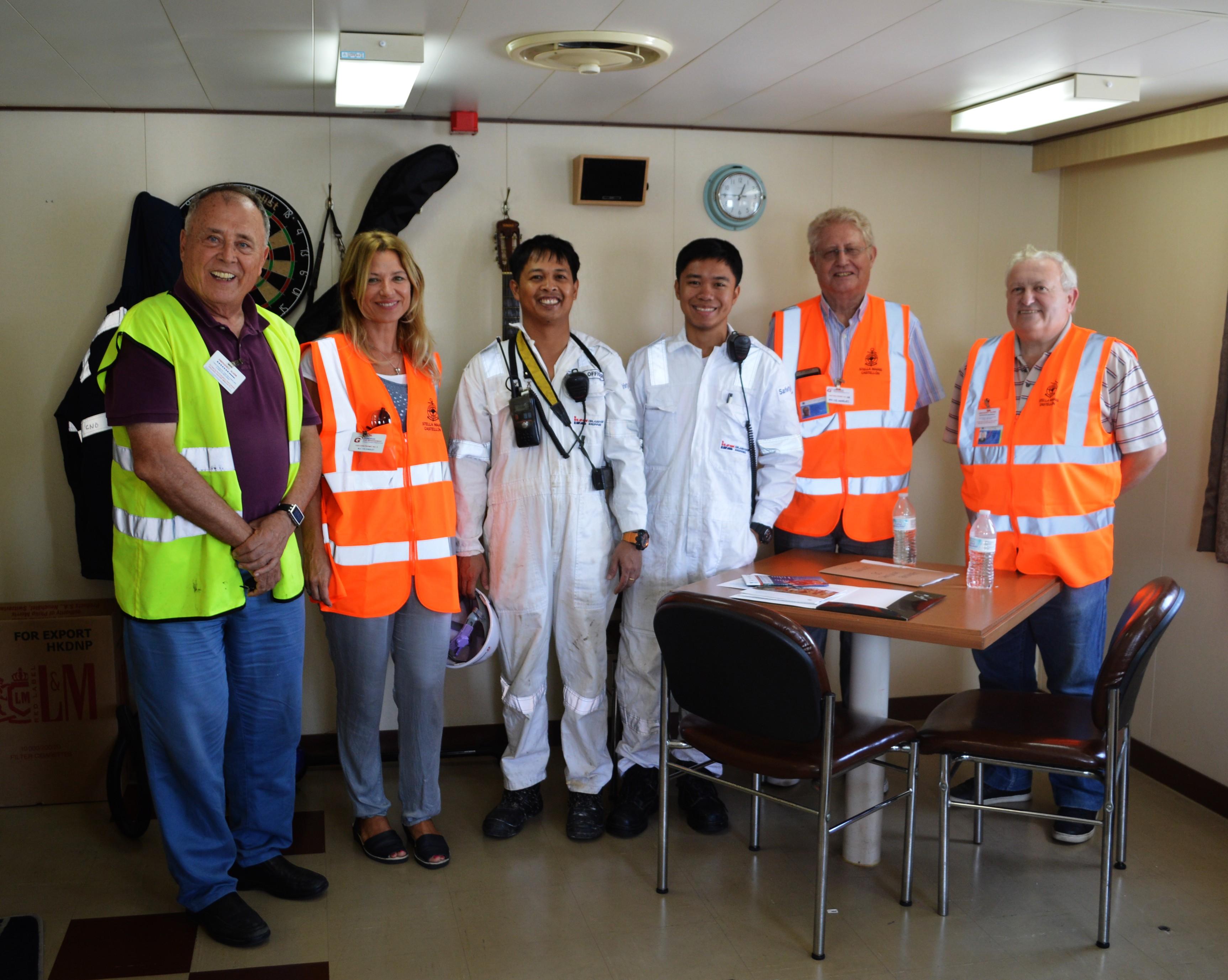Toma de contacto con la tripulación del buque visitado
